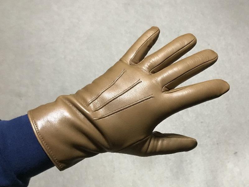 メローラの革手袋の手の甲のステッチ
