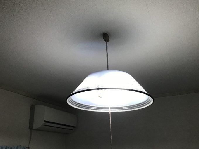 交換前の蛍光灯の照明