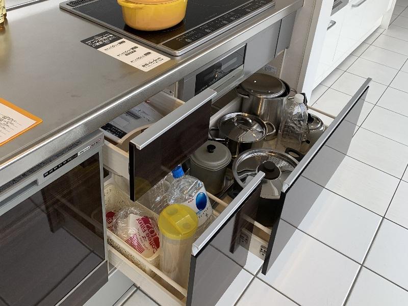 シエラ コンロ下と食洗機脇の収納